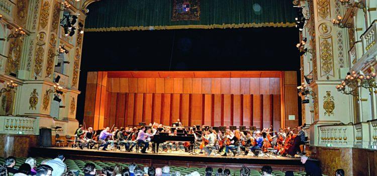 Incontro dei soci del Circolo Svizzero di Bologna al Teatro Comunale della città