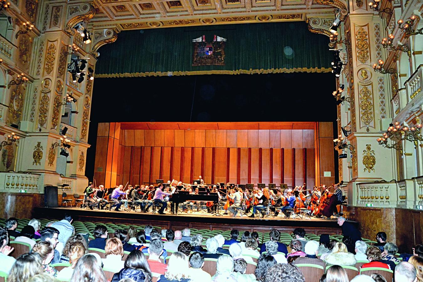 Il concerto di prova dell'orchestra del Teatro Comunale diretta da Olli Mustonen.