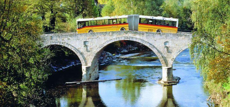 Qualche danno alla pittura gialla delle autopostali svizzere