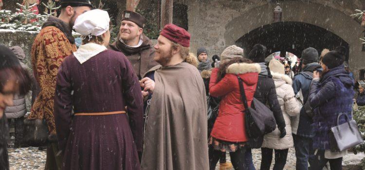 La medievista Elena Percivaldi sintetizza la storia della festa invernale più amata.
